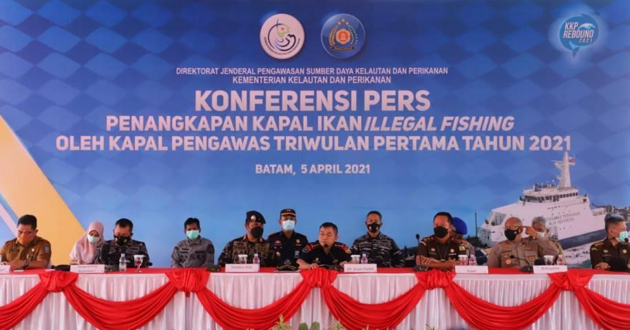 Konferensi pers penangkapan kapal ikan (illegal fishing). (Foto: Kementerian Kelautan dan Perikanan Republik Indonesia/Tugu Jatim)