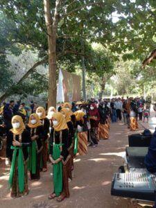 Warga tetap memakai prokes saat Culture Fest. (Foto: Arfan Eka/Tugu Jatim)