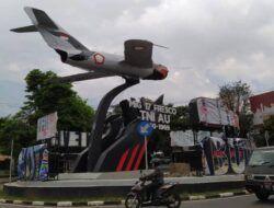 Sempat menuai hujatan, Monumen Pesawat MIG-17 Fresco kembali ditutup karena izin yang belum beres. (Foto: Azmy/Tugu Jatim)