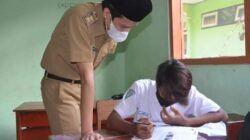 Wakil Bupati Trenggalek M. Syah Nata Negara saat kunjungan kegiatan pembelajaran tatap muka di sekolah. (Foto: Dok Pimpinan Kabupaten Trenggalek/Tugu Jatim)
