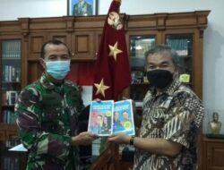 Saat Ramadhan, Dr Aqua Dwipayana Motivasi Prajurit Pussenarmed yang Dipimpin Mayor Jenderal TNI Totok Imam Santoso