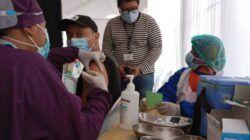 Pelaksanaan vaksinasi di Kota Kediri khusus untuk karyawan di 3 mal. (Foto: Noe/Tugu Jatim)