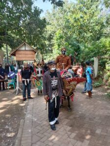 Kepala Desa (Kades) Desa Gosari, Fatkul Ulum ikut dalam Culture Fest. (Foto: Arfan Eka/Tugu Jatim)