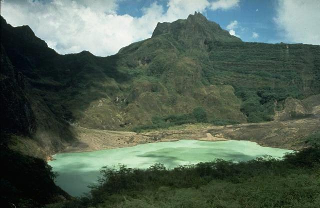 Wisata Gunung Kelud di Kabupaten Kediri yang dibuka dengan sistem uji coba. (Foto: USGS)