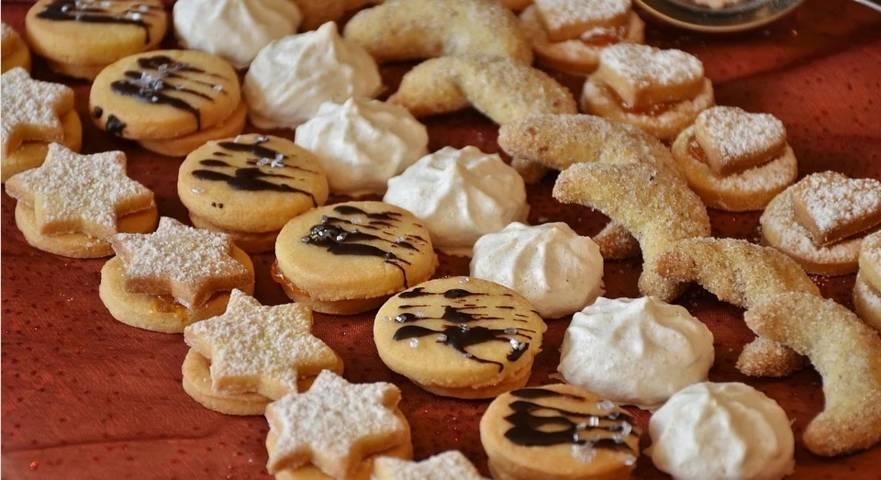 Ilustrasi kue lebaran yang diperlukan teknik penyimpanan yang baik agar tetap kering dan renyah. (Foto: Pixabay)