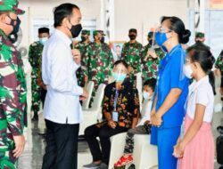 Temui Keluarga Korban KRI Nanggala-402, Jokowi Janji Bangunkan Rumah