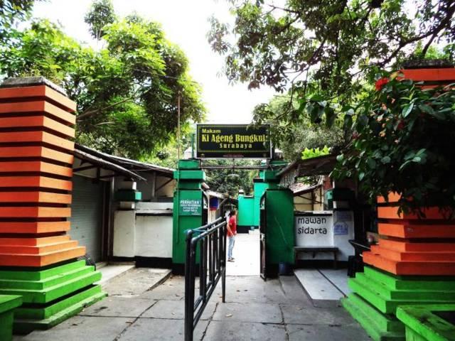 Makam Sunan Bungkul Surabaya merupakan salah satu wisata religi yang patut dikunjungi di Surabaya saat momen Lebaran. (Foto: Bappeko Kota Surabaya)