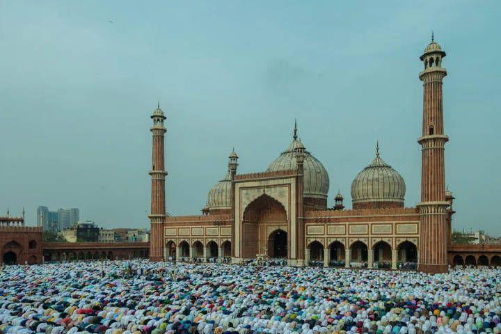 Ilustrasi ibadah Hari Raya Idul Fitri bagi umat muslim. (Foto: Pexels) silaturahmi aman saat pandemi covid-19