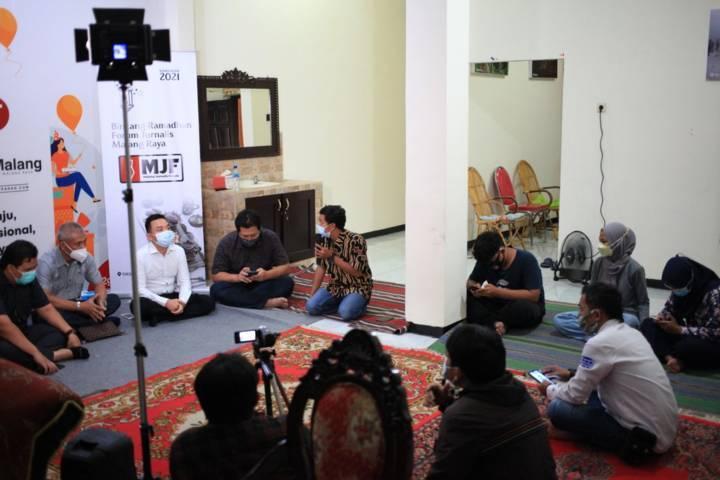 Suasana diskusi Malang Jurnalis Forum yang membahas tentang tantangan bisnis properti di era pandemi, Jumat (30/4/2021). (Foto: Dani Kristian/Tugu Malang/Tugu Jatim)