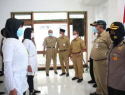 Wakil Bupati Tuban, Noor Nahar Hussei saat meninjau Pantukhir Paskibraka, Senin (12/4/2021) di Gedung Korpri Tuban. (Foto: Humas Pemkab Tuban)