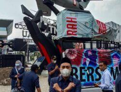 Komisi A DPRD Kota Malang, Akhdiyat Syabril Ulum menyatakan sikap tegas menolak pembangunan reklame di Monumen Pesawat di Malang. (Foto: Feni Yusnia/Tugu Malang/Tugu Jatim)