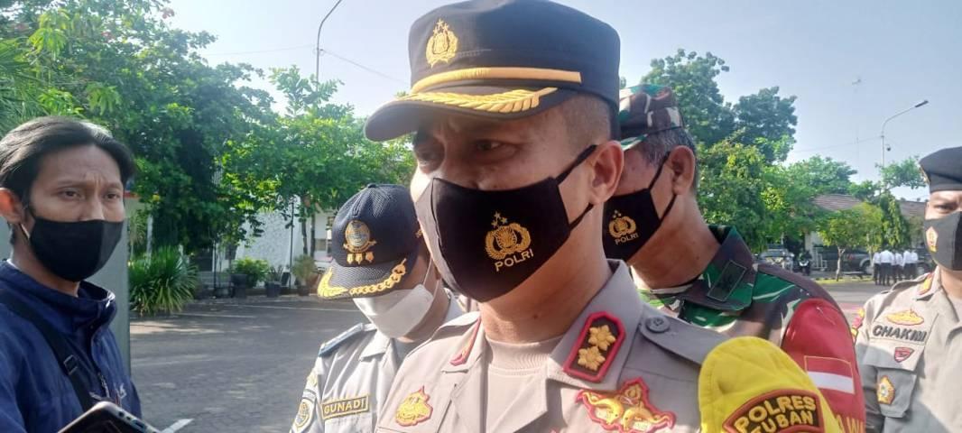 Kapolres Tuban, AKBP Ruruh Wicaksono menyatakan bakal menyiapkan personelnya untuk melakukan penyekatan dalam antisipasi warga yang nekat mudik lebaran. (Foto: Mochamad Abdurrochim/Tugu Jatim)