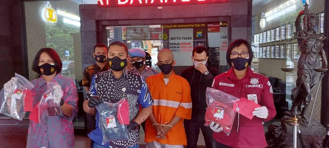 Pelaku penganiayaan tunangan yang viral di Malang kini digunduli dan ditangkap polisi. (Foto: M Ulul Azmy/Tugu Malang/Tugu Jatim)
