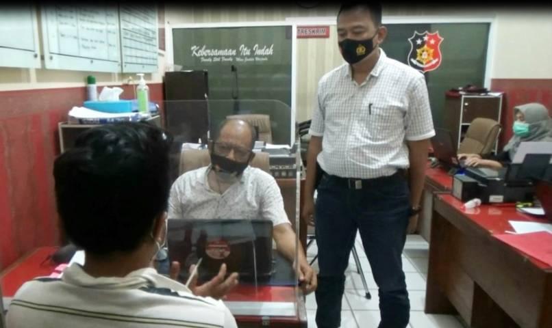 Proses pemeriksaan yang dilakukan oleh anggota jajaran Satreskrim Polres Tuban terhadap residivis pencuri yang kembali kambuh melakukan tindak kriminal. (Foto: Polres Tuban)