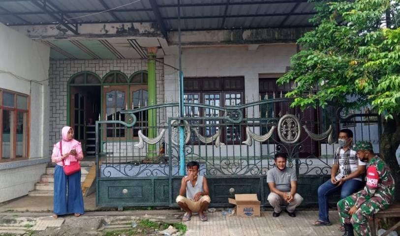Suasana rumah tempat tinggal terduga teroris yang diamankan Densus 88 di Desa Rengel, Kecamatan Rengel, Kabupaten Tuban. (Foto: Mochamad Abdurrochim/Tugu Jatim)