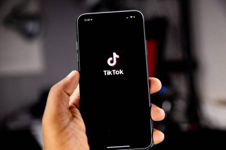 TikTok merilis fitur baru, yakni Auto Caption atau caption otomatis untuk video. (Foto: Unsplash)