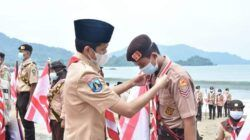 Wabup Trenggalek, Syah M. Natanegara saat lantik Pramuka Garuda, Minggu (11/4/2021). (Foto: Dokumen/Pemkab Trenggalek)