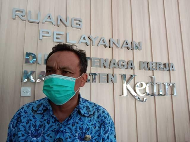 Kabid Transmigrasi dan Penempatan Kerja Jumadi. (Foto: Noe/Tugu Jatim)