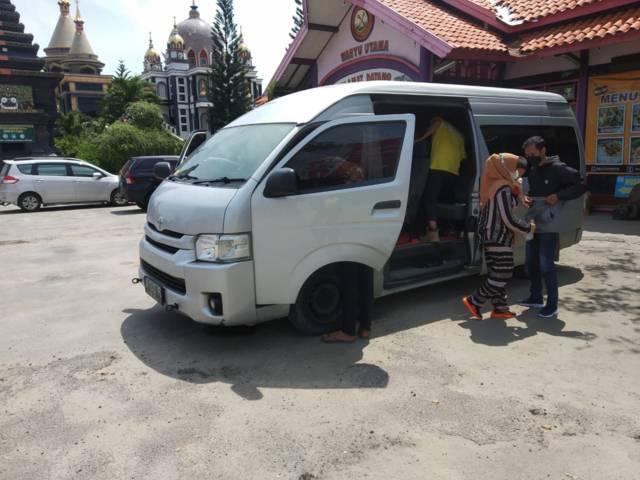 Mobil travel  yang diduga membawa penumpang untuk mudik. (Foto: Humas Polres Tuban/Tugu Jatim)
