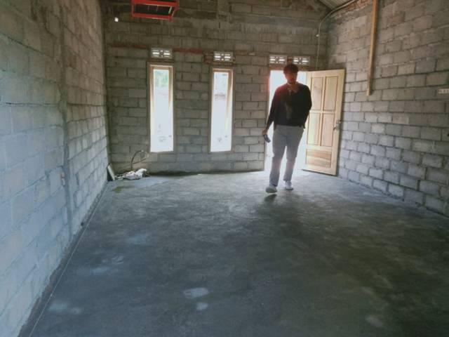 Rumah baru untuk korban gempa Malang tampak dari dalam. (Foto: Rap/Tugu Jatim)