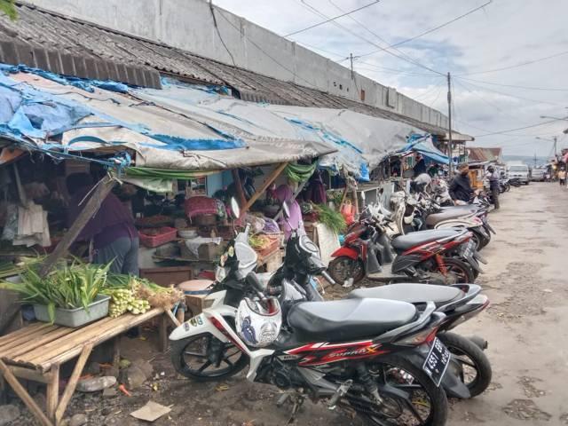 Pasar ini bakal segera direvitalisasi. (Foto: Sholeh/Tugu Jatim)