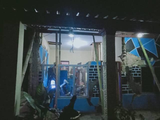 Akibat gempa Malang jilid 2, bangunan rumah warga semakin rusak. (Foto: Rap/Tugu Jatim)