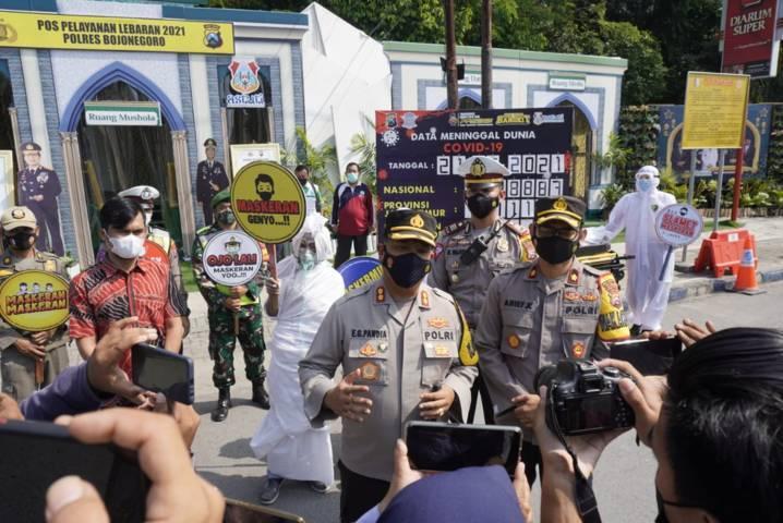 Kapolres Bojonegoro, AKBP EG Pandia terus gencarkan sosialisasi bahaya Covid-19 kepada warga Bojonegoro.  (Foto: Polres Bojonegoro/Tugu Jatim)