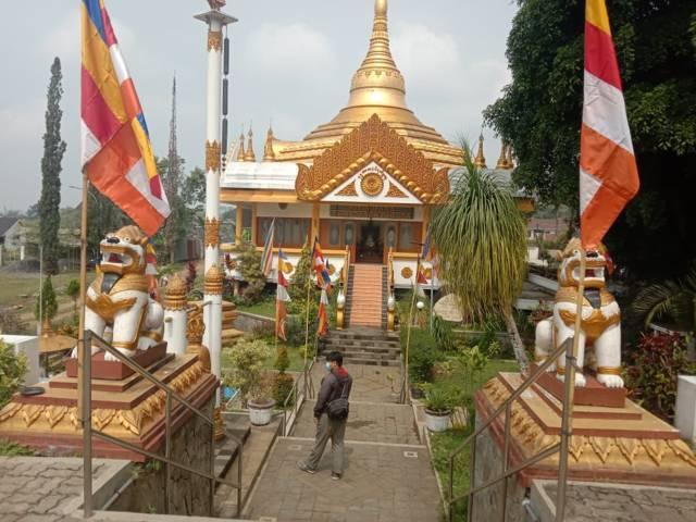 Vihara Dhammadipa Arama di Kota Batu. (Foto: Sholeh/Tugu Jatim)