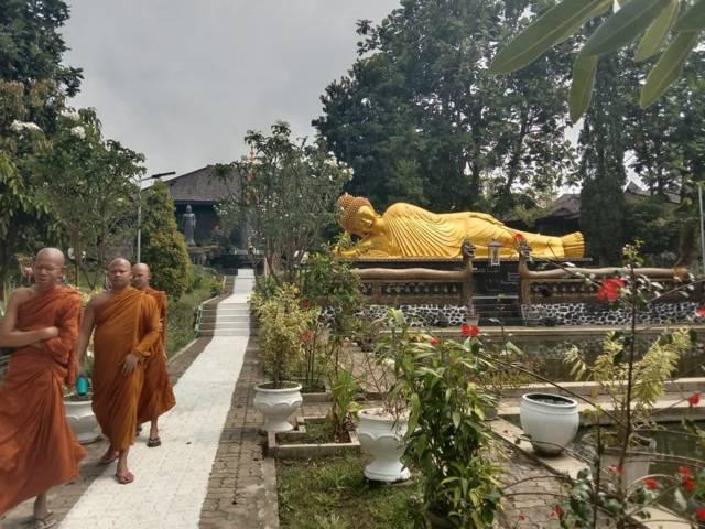 Patung Buddha Tidur di vihara Kota Batu.(Foto: Sholeh/Tugu Jatim)