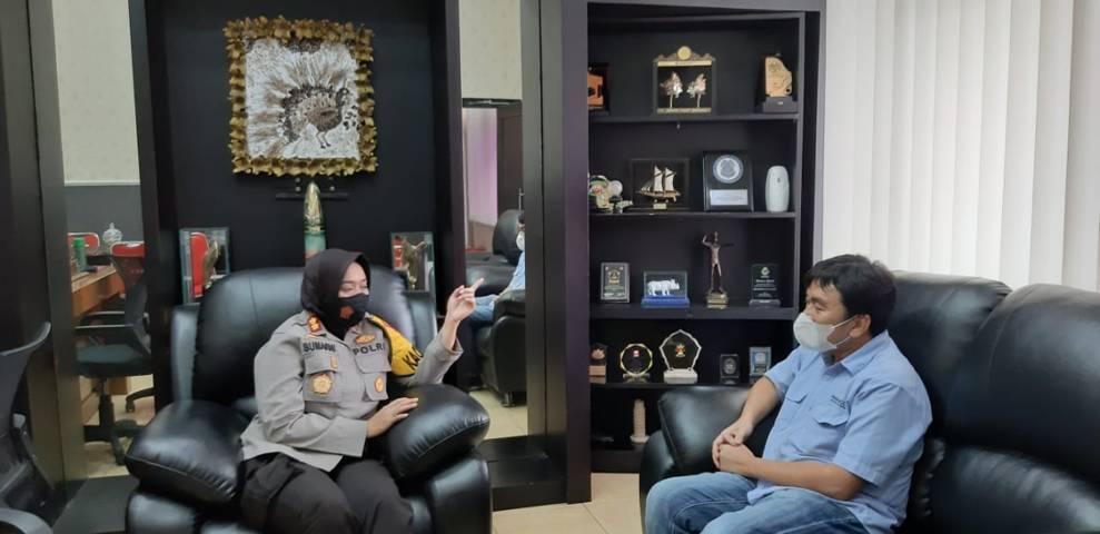 CEO Paragon Technology and Innovation Salman Subakat bersama Kapolres Sukabumi Kota AKBP Sumarni Guntur Rahayu SIK SH MH.(Foto: Nurcholis MA Basyari/Tugu Media)