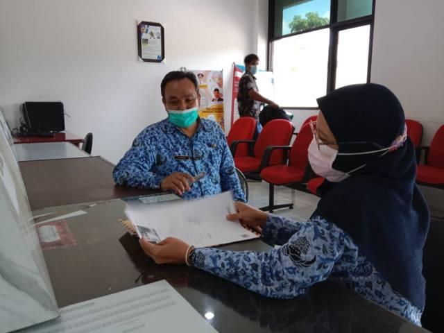 Kabid Transmigrasi dan Penempatan Kerja Jumadi belum tahu data pasti PMI yang pulang kampung. (Foto: Noe/Tugu Jatim)