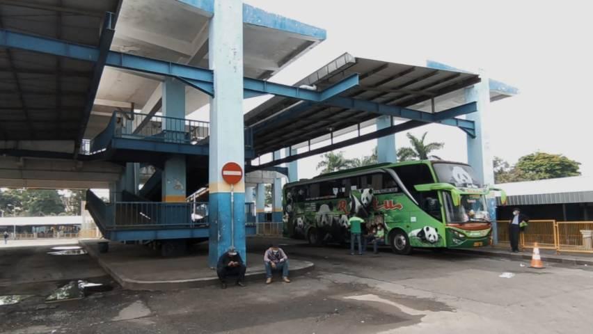 Sepi aktivitas di Terminal Arjosari.(Foto: Azmy/Tugu Jatim)