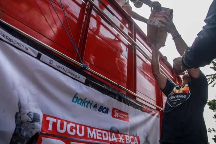 Tugu Media Peduli X Bakti BCA menyalurkan bantuan ketiga di Kabupaten Malang.(Foto: Bayu Eka/Tugu Jatim)