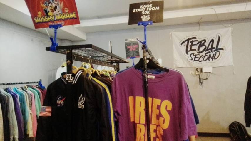 """Baju Bosan"" merupakan event yang menjual baju ""thrift"".(Foto: Rangga Aji/Tugu Jatim)"