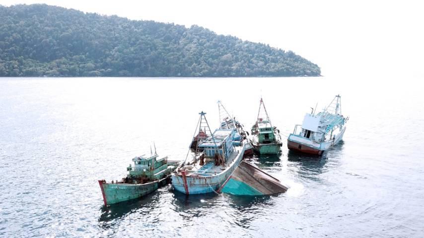Ilustrasi KKP saat melakukan pemusnahan BB kapal illegal fishing di Pontianak pada 6 Oktober 2019. (Foto: Dok Kementerian Kelautan dan Perikanan/Tugu Jatim)