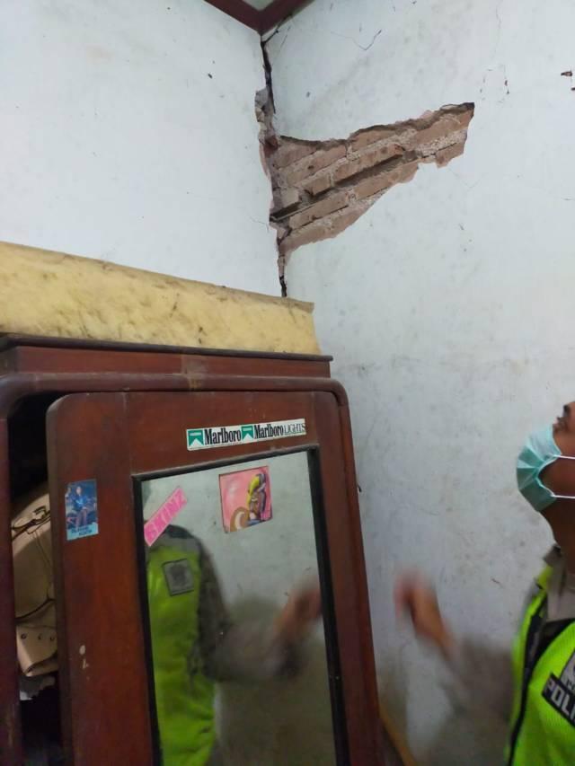 Rumah warga yang terdampak akibat gempa Blitar. (Foto: Dokumen)