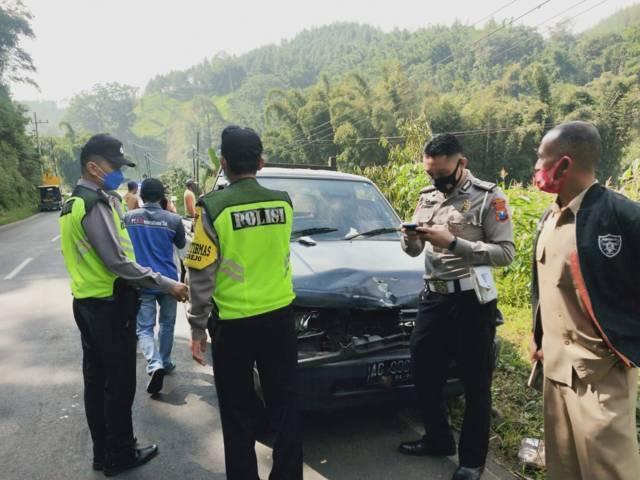 Kecelakaan beruntun ini menimbulkan kemacetan. (Foto: Istimewa/Tugu Jatim)