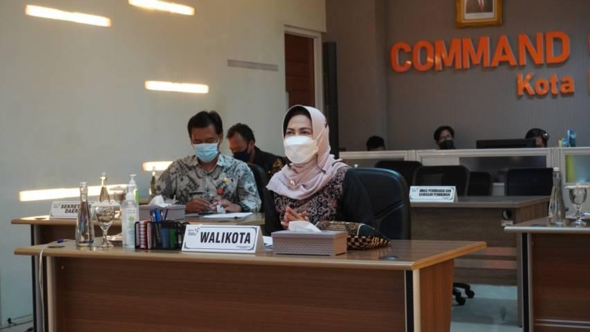 Wali Kota Batu Dewanti Rumpoko dalam rakor pembahasan Museum HAM Omah Munir secara virtual. (Foto: Diskominfo Kota Batu/Tugu Jatim)