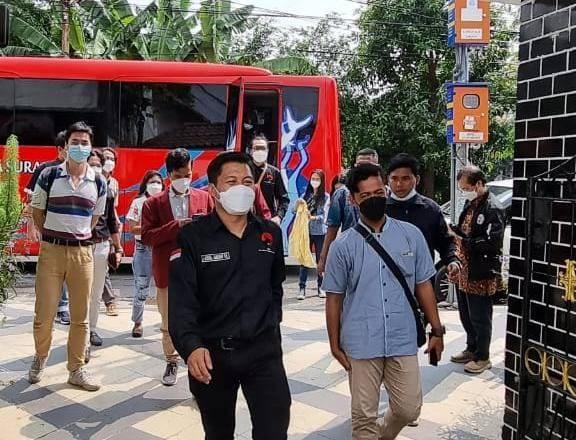 Sekretaris Fraksi PDI Perjuangan Kota Surabaya Abdul Ghoni Mukhlas Niam sedang melakukan napak tilas di rumah kelahiran Bung Karno, Senin (31/05/2021).(Foto: DPC PDI Perjuangan Kota Surabaya/Tugu Jatim)