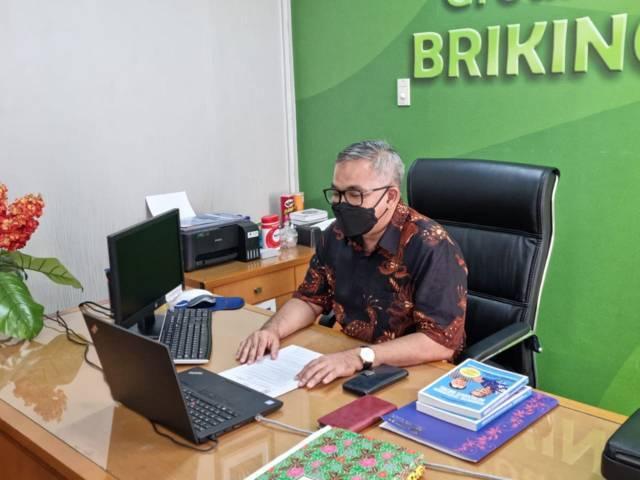 Dr Aqua Dwipayana memotivasi pegawai BRI Cabang Kelapa Gading secara daring. (Foto: Dokumen/Tugu Jatim)