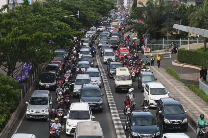 Ilustrasi jalanan saat akan diberlakukan PPKM mikro. (Foto: Mila Arinda/Tugu Jatim)