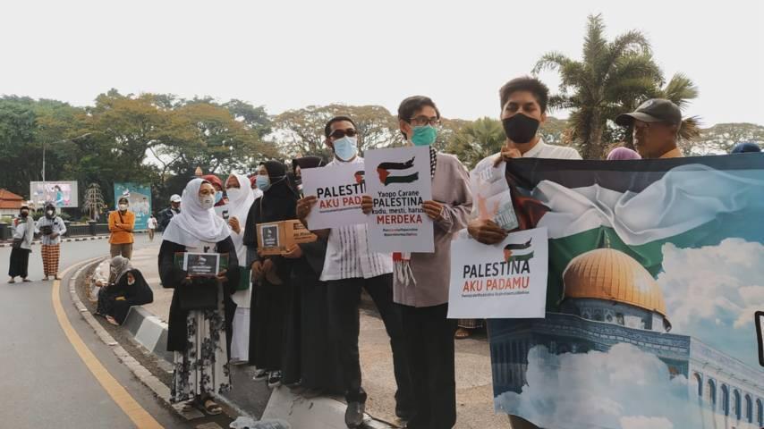 Bentuk support warga Kota Malang untuk mendukung Palestina. (Foto:Azmy/Tugu Jatim)