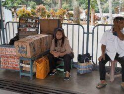Kisah Ibu Pedagang Rokok di Terminal Arjosari yang Tetap Jualan meski Sepi Penumpang