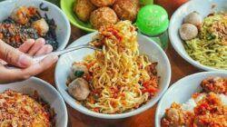 Beragam menu Bakso Boedjangan A. Yani Surabaya. (Foto: Rangga Aji/Tugu Jatim)