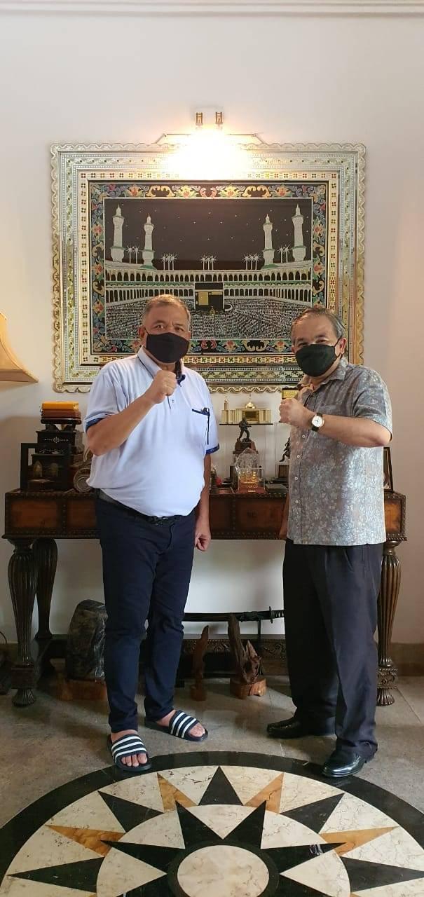 Pakar Komunikasi dan Motivator Nasional Dr Aqua Dwipayana dan mantan Pangdam IV/Diponegoro Mayjen TNI Purn Sunindyo selalu menjalin silaturahim. (Foto: Dok/Tugu Jatim)