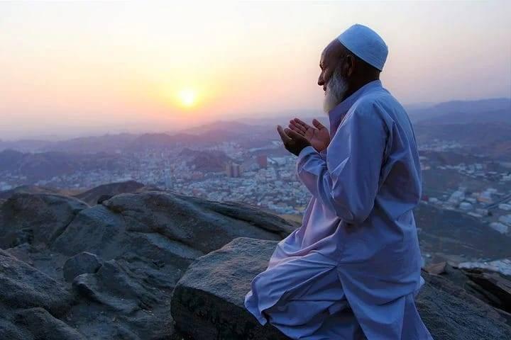 Ilustrasi berdoa saat malam Lailatul Qadar. (Foto: Pixabay/Tugu Jatim)