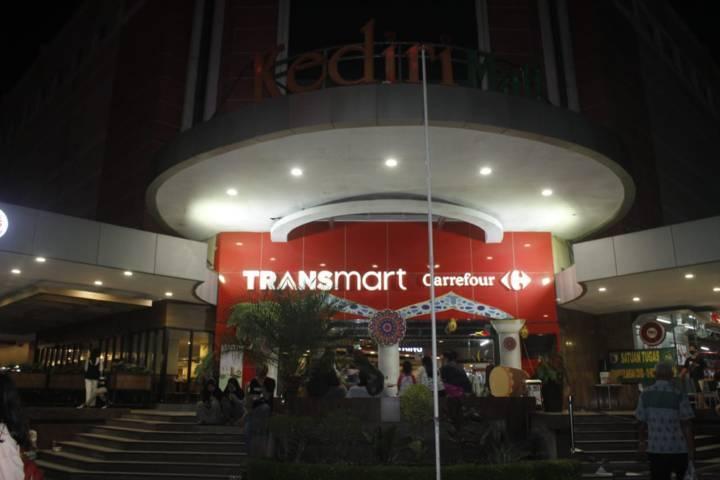 Pengunjung Kediri Mall sempat panik saat terjadi gempa Blitar. (Foto: Rino/Tugu Jatim)