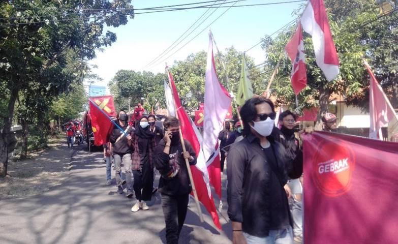 Aksi Hari Buruh Nasional bersama serikat pekerja.(Foto: Rangga Aji/Tugu Jatim)