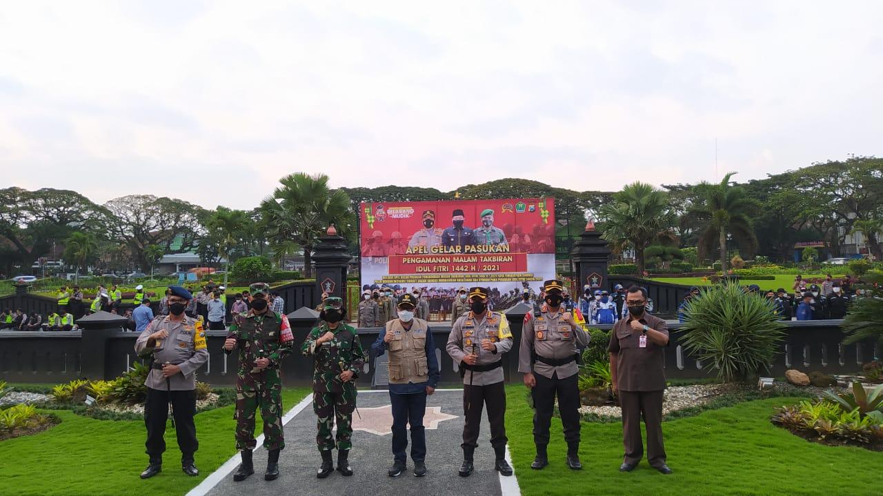 Apel gelar pasukan pengamanan pelaksanaan Hari Raya Idul Fitri 1442 Hijriah di Halaman Balai Kota Malang, Rabu (12/05/2021). (Foto:Azmy/Tugu Jatim)