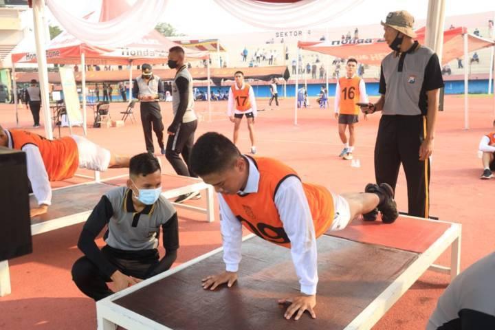Calon taruna dan taruni Akademi Kepolisian (Akpol) jalani tes tahapan uji kemampuan fisik dalam kesamaptaan jasmani pada penerimaan tahun 2021, Rabu (19/05/2021).(Foto: Polda Jatim/Tugu Jatim)